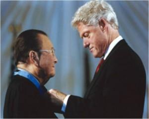 Senator Daniel Inouye receiving the Medal of Honor from President Clinton on June 21, 2000