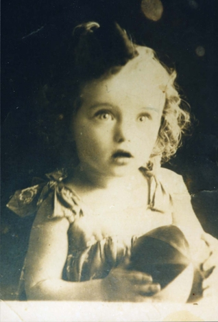 Elly Gross in 1931. Image courtesy of the photo archive of Yad Vashem.