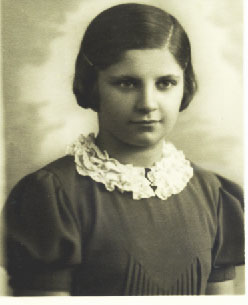 IEva Lux at 12 yrs (1939) (2)