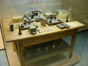 This was the setup used for the experiments by Hahn, Meitner, and Strassman, later replicated by Frisch. By today's standards it's very primitive.