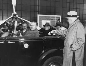 Roosevelt visits Pratt & Whitney