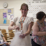 At UNO teachers made ice cream with the help of liquid nitrogen.