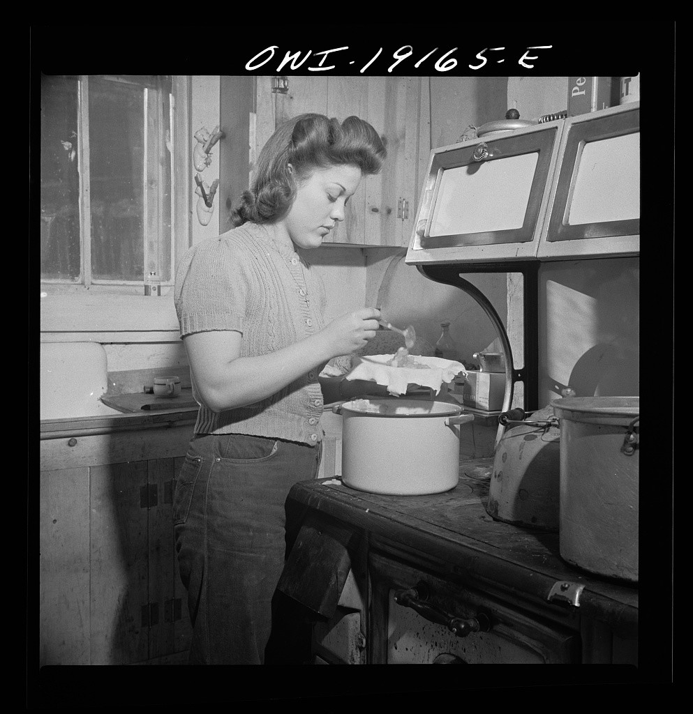 Mary Mutz, again, 1943 New Mexico baking apple pie. Photo courtesy of the Library of Congress.